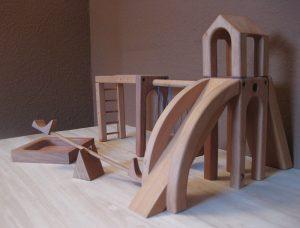Spielplatz für Puppen aus Erlenholz