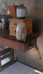 restaurierte Hobelbank - Backen mit Zangenschlüssel