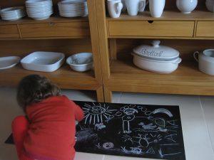 Enkeltochter bemalt Küchenrückwand