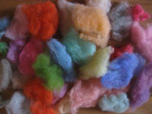 Schafwolle bunt gefärbt mit Seidenpapier
