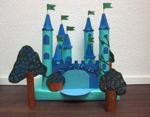 Schloss - Upcycling aus Verpackungsmüll - DIY - gebasteltes Schloss aus Klopapier- und Küchenrollen