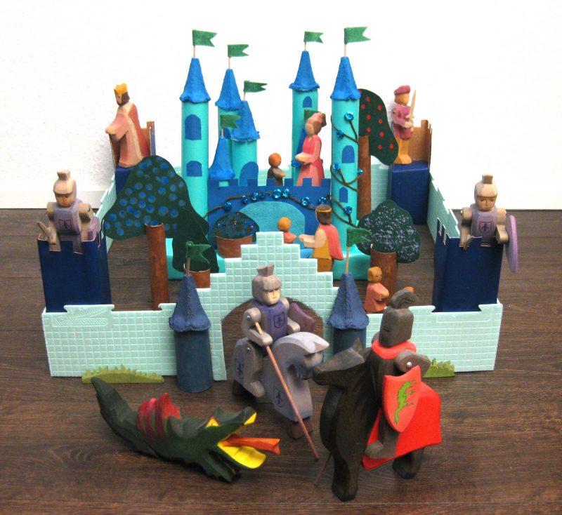 Upcycling - Schloss aus Verpackungsmüll mit Figuren von Ostheimer, DIY , Basteln mit Klopapier- und Küchenrollen