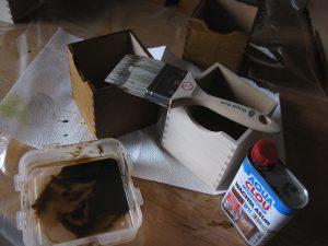 Finish der Schubladenboxen mit Wachslasur