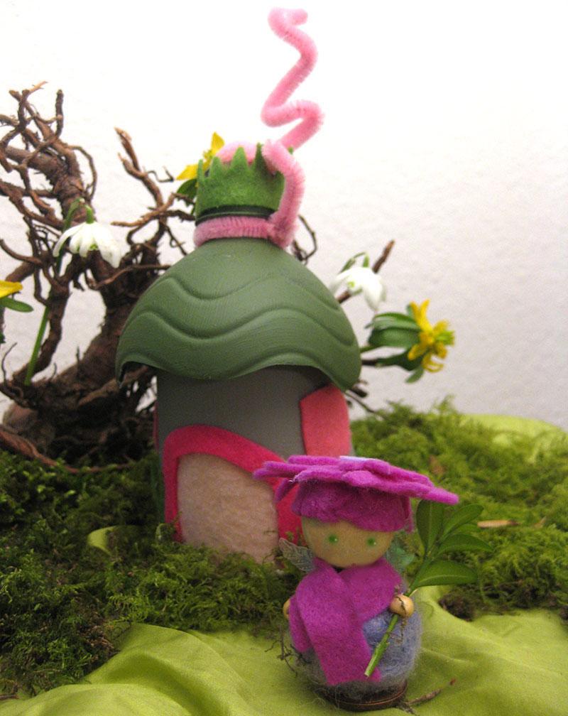 DIY Upcycling Elfenhaus aus Pappbecher und Plastikflasche mit selbstgefertigter Blumenelfe