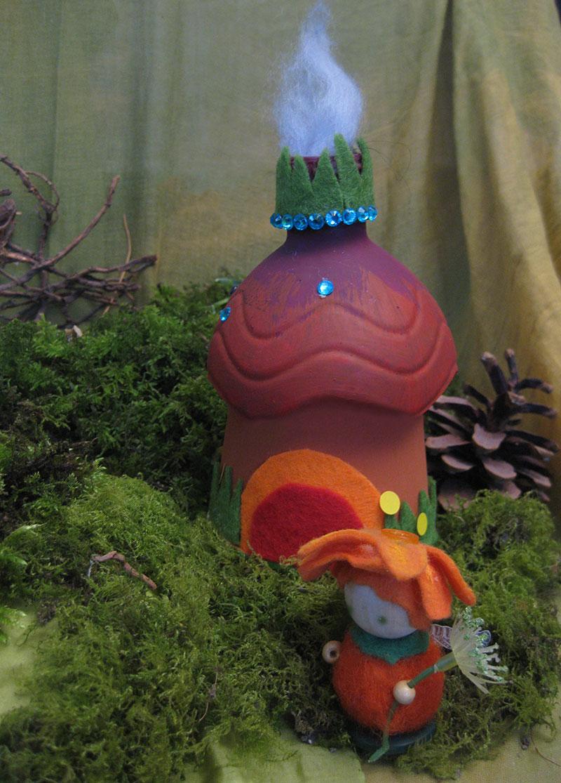 DIY Upcycling - Elfenhaus aus Pappbecher und Plastikflasche mit Blumenelfe