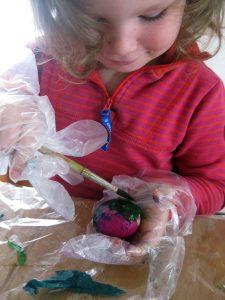 Eier färben mit Seidenpapier, Ostereier
