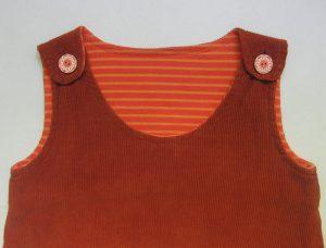 Träger mit Holzknöpfen am Selbermacher Kleid