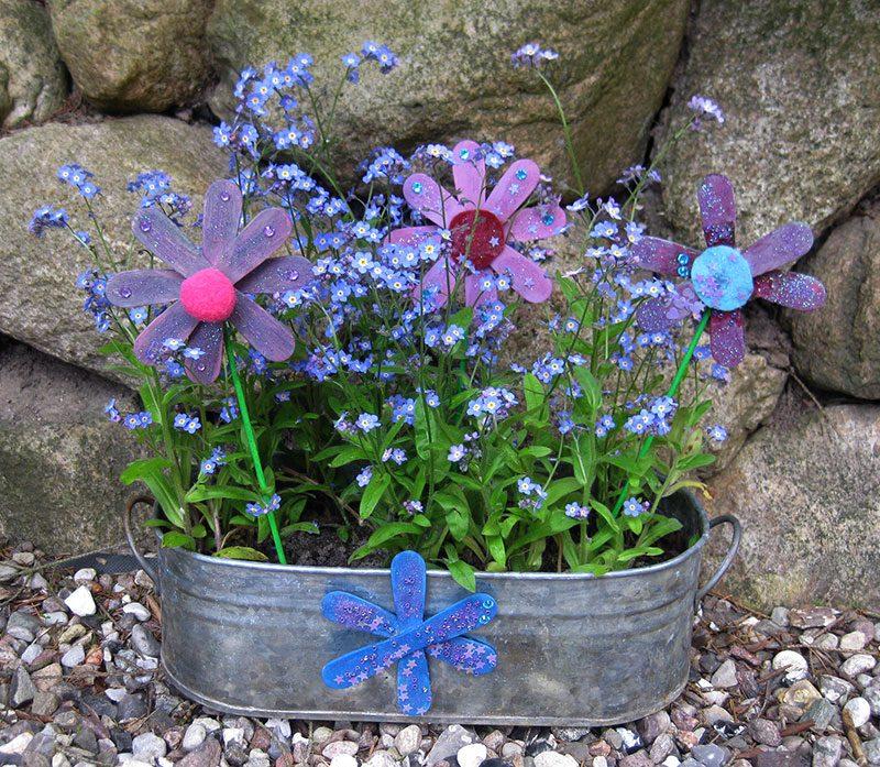 Muttertagsgeschenk - Blumenschale mit Vergißmeinnicht und Blumen aus Eisstielen