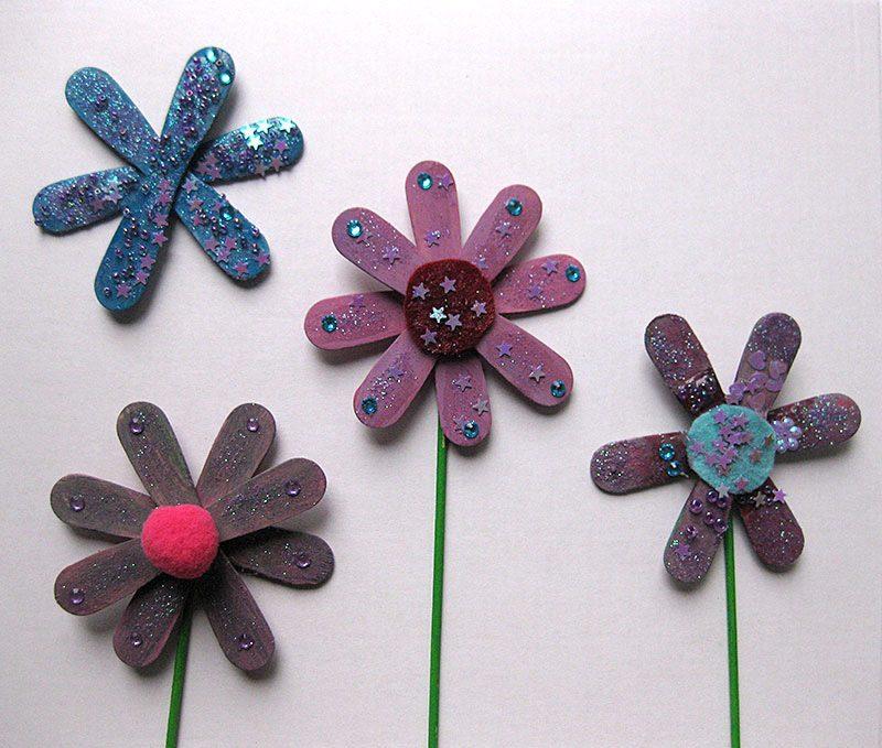 DIY gebastelte Blumen aus Eisstielen