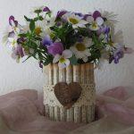 Upcycling Blumenvase aus Konservendose und Buchseiten