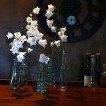 Glockenblumen-am-Abend-auf-dem-Küchentresen