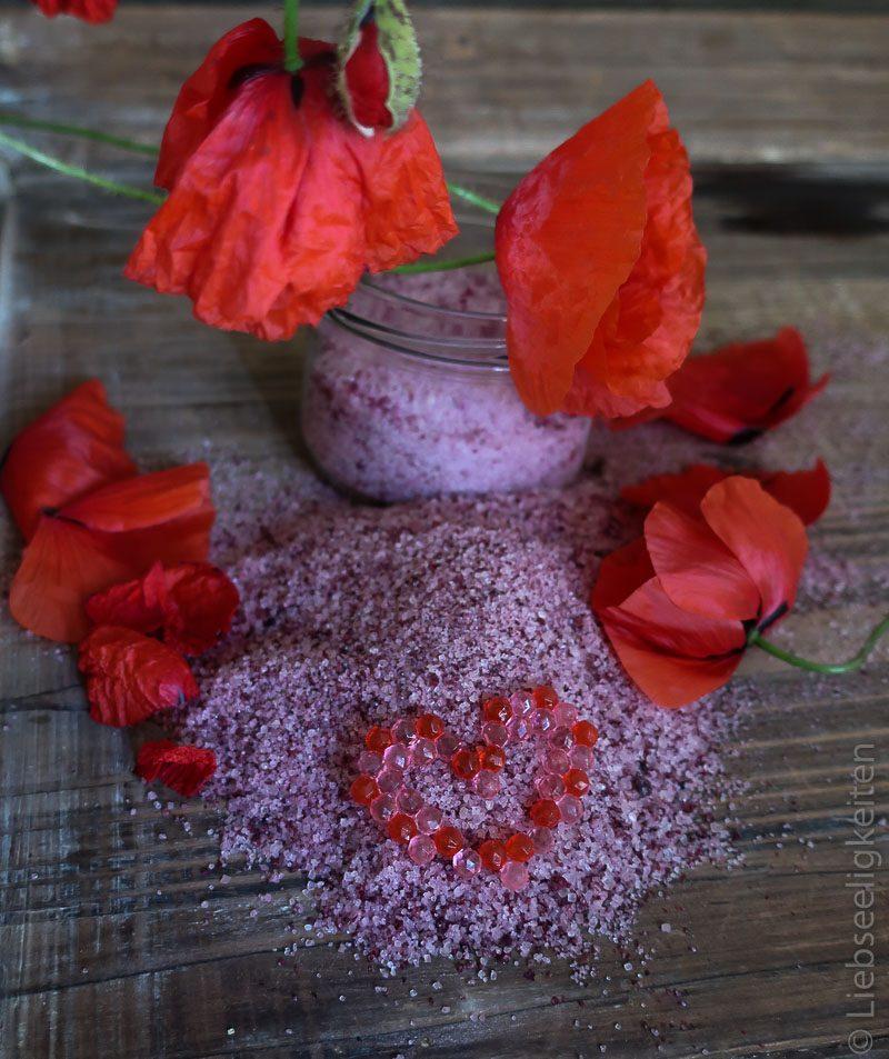 Zucker gefärbt mit Blütenblättern der Mohnblume, Klatschmohn