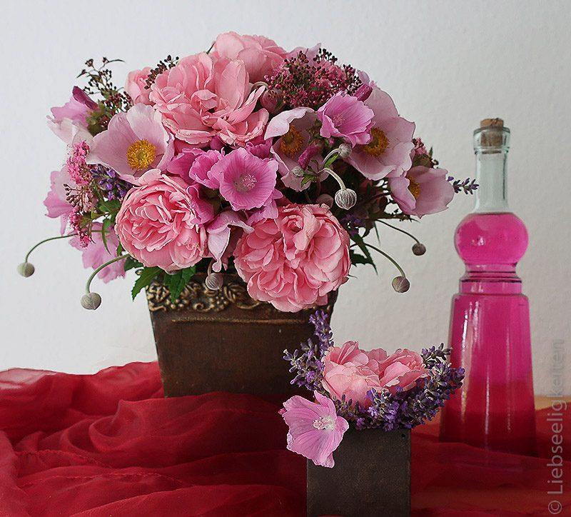 Blumenstauß - Malven - Rosen - Spirea - Lavendel