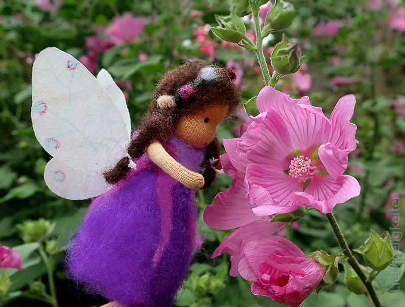 Malvenblüte - DIY - Waldorf - Blumenelfe - Liebseeligkeiten Biegepuppe