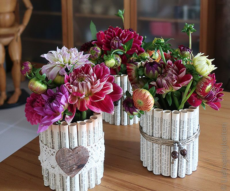 Vasen mit Dahlien - Blumen - Tischdeko
