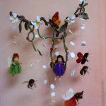 Mobile-Blumenelfen-Bienen-und-Schmetterlinge
