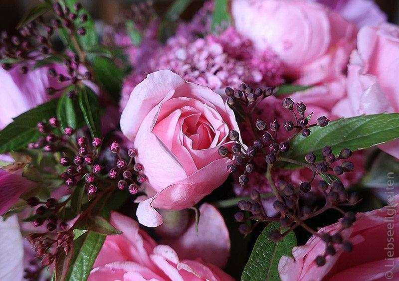 Rose - Rosenblüte - Spirea - Blumenstrauß