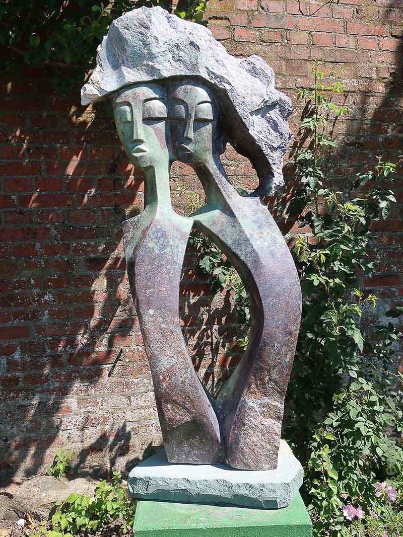 Skulptur eines Bildhauers in Simbabwe