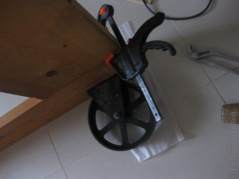 DIY Bett - Eisenräder für das neue Bett