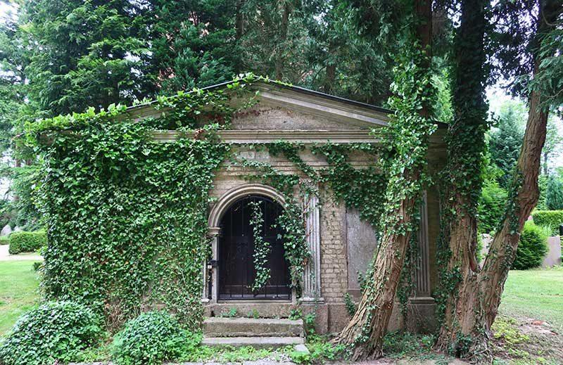 Auf-dem-Friedhof-in-Ahrensbök