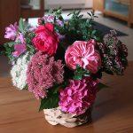 Blumenstrauß mit Rosen, Hortensien und Fette Henne