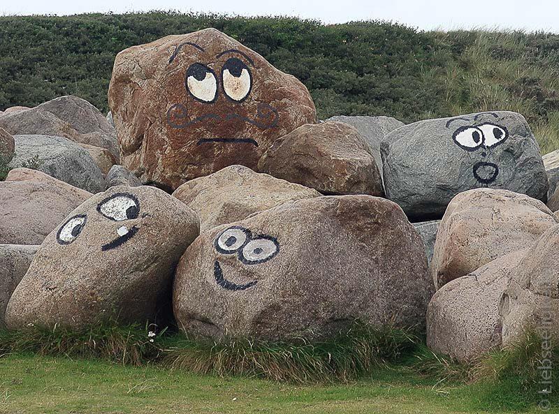 Felsen - Steine bemalt - Gesichter auf Felsen gemalt