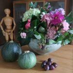 Herbststrauß und Früchte