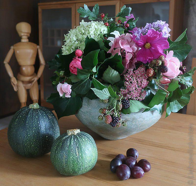 Herbststrauß und Herbstfrüchte