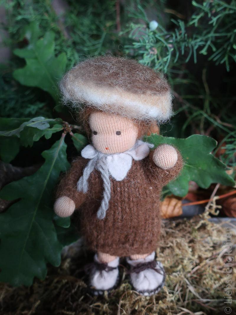 Jahreszeitentisch im Herbst - Pilz - Biegepuppe