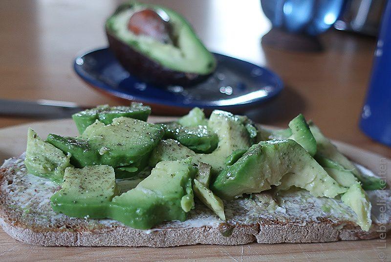 Brot mit Avocado