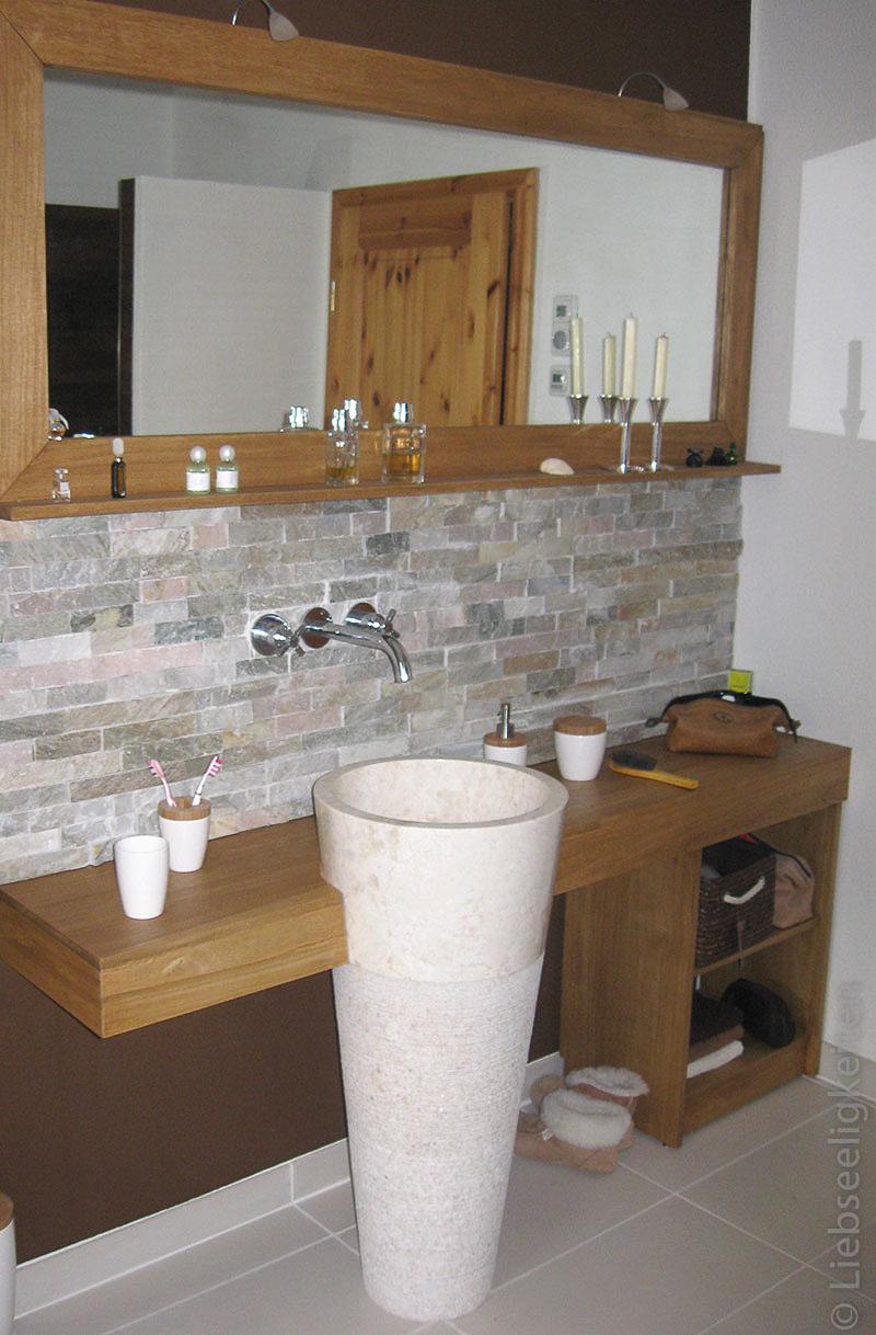 DIY Badezimmer - Spiegel und Waschtisch aus Holz