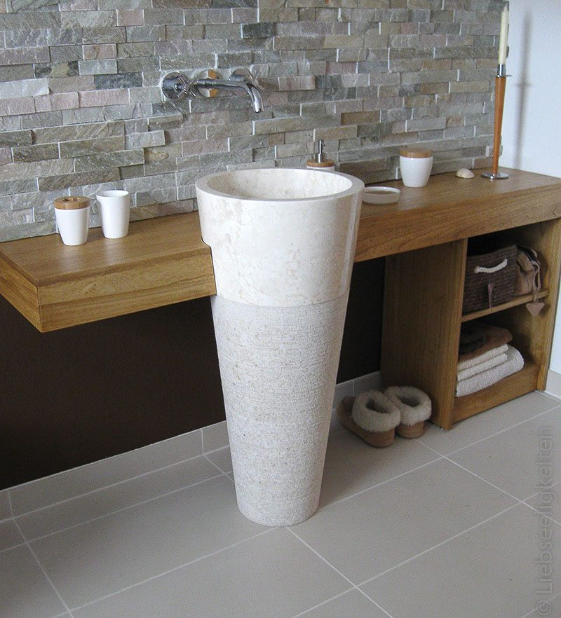 DIY Waschtisch aus Holz mit Standwaschbecken aus Marmor