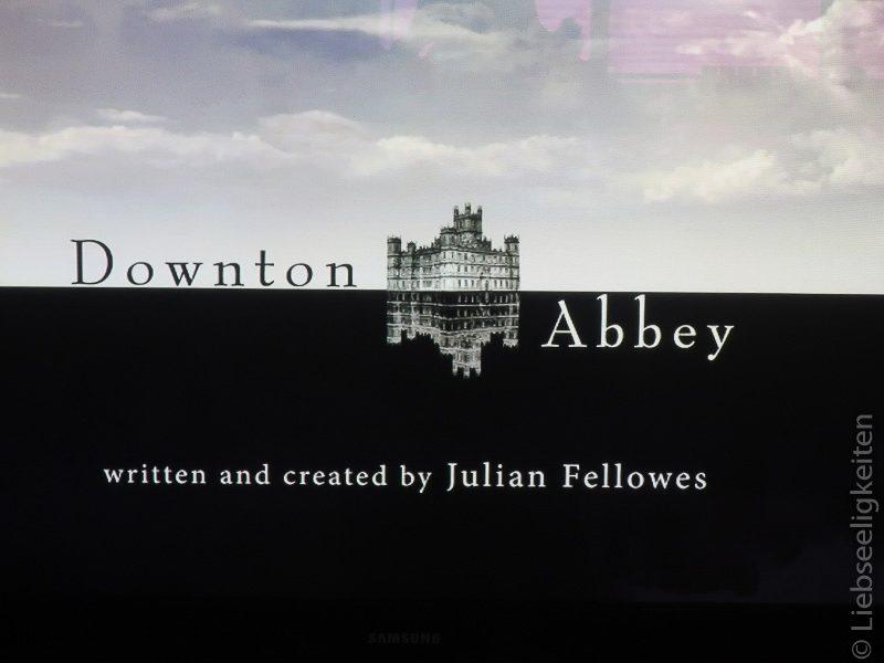 Foto vom laufenden Fehrnseher - Downton Abbey