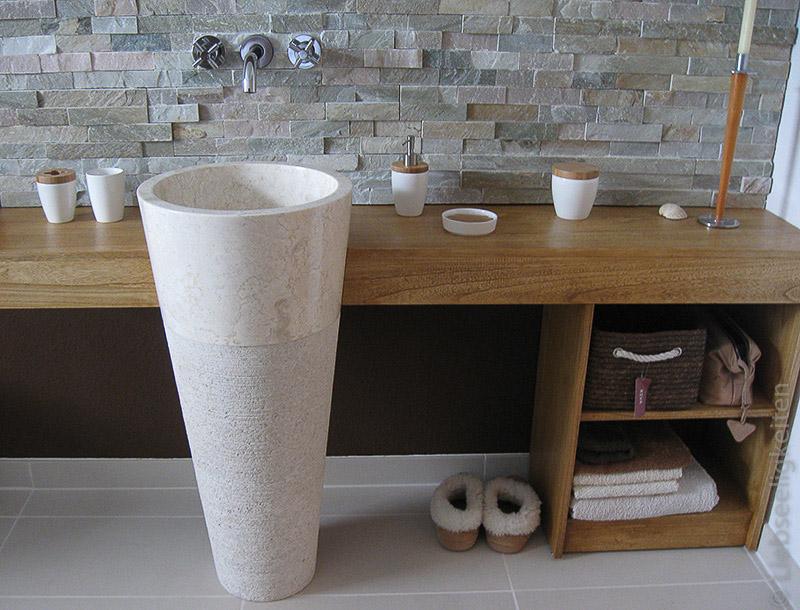 Großer Waschtisch aus Holz mit Standwaschbecken aus Marmor