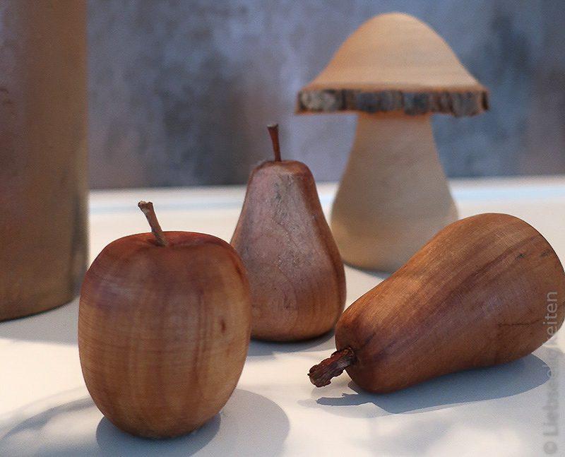 Holzfrüchte - Dekoration - Früchte aus Holz und Holzpilz
