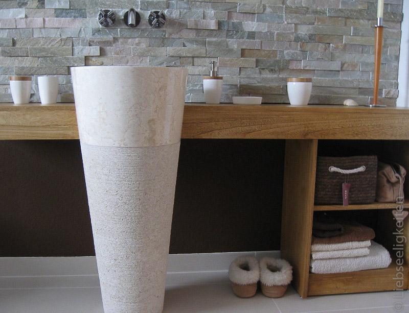 Unser neues Bad - Waschtisch mit Standsäule aus Marmor