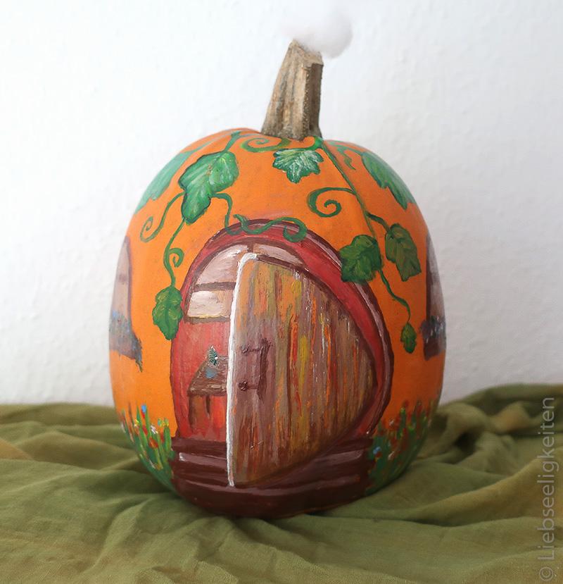 Kürbis - Kürbishaus - angemalter Kürbis - Pumpkin