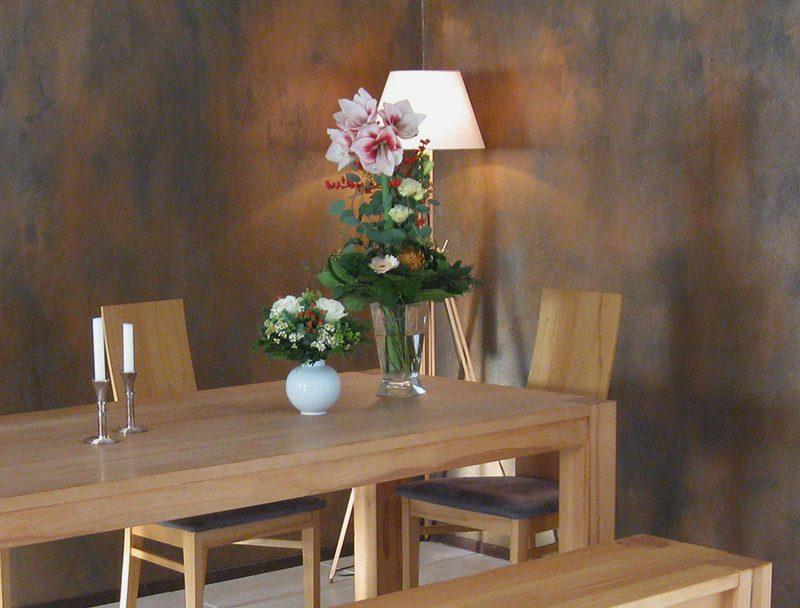 Blumenstrauß mit Amaryllis und Rosen - Geburtstagsstrauß - Blumen in der Vase - kleiner Blumenstrauß mit weißen Rosen