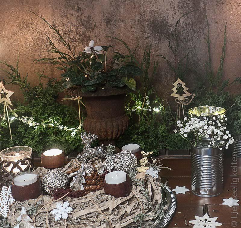 adventskranz aus verpackungsmaterial - weihnachtsdeko in natur und silber