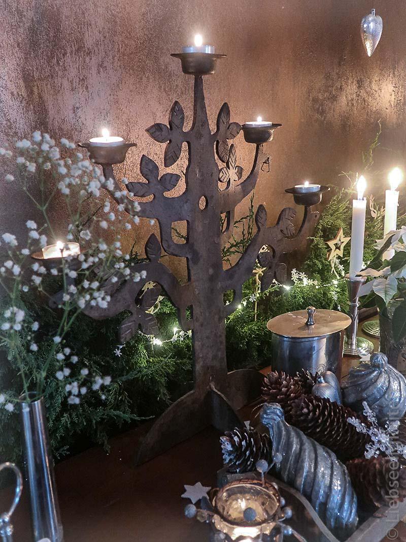 weihnachtsdekoration - kerzenständer - silberne weihnachtsdeko - tannengrün