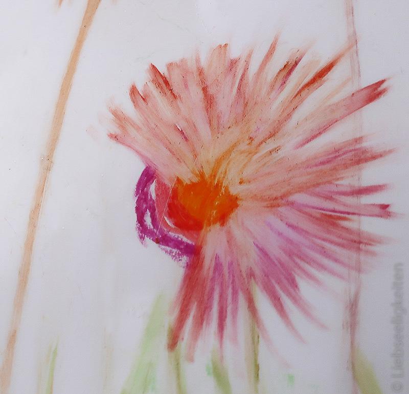 Blume malen mit Wachsmalstiften und Radiergummi - Blumenbild - Kinderkunst