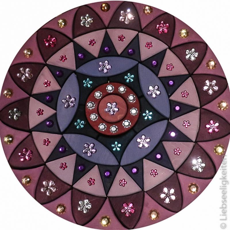 Glitzermandala--mandala-mit-Glitzersteinen-schönes-Spielzeug-aus-Holz