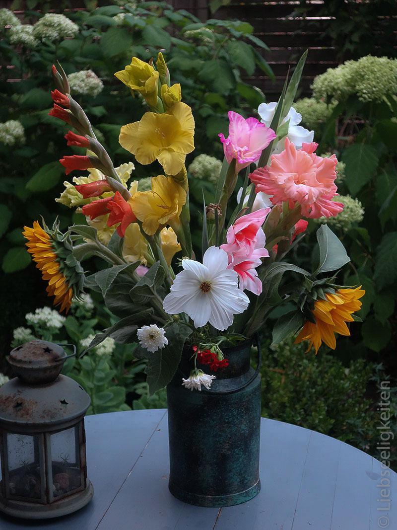 Blumen in der Vase - Gladiolen und Sommerblumen - Blumenstrauß