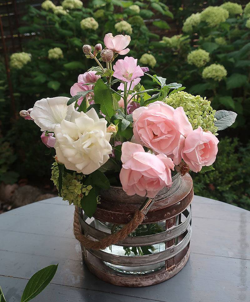 Blumen in der Vase - Rosen, Hortensie - Herbstanemone