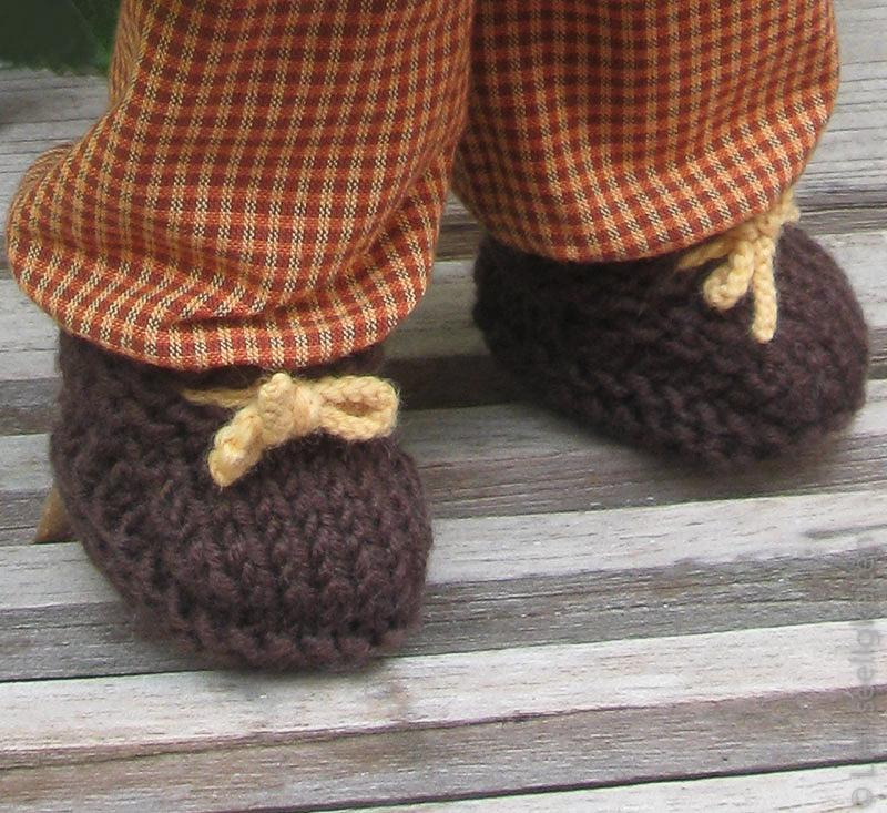 Gestrickte Schuhe für die Puppe