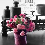 Rosen, Astern und Beeren in der Vase