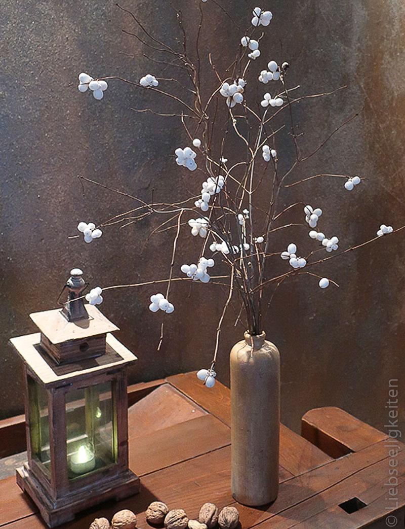 Schneebeere in der Vase