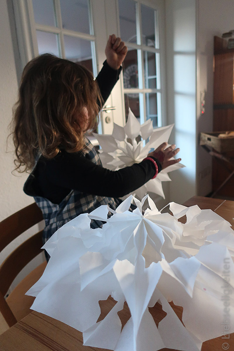 Weihnachtsbastelei - Stern aus Butterbrottüten