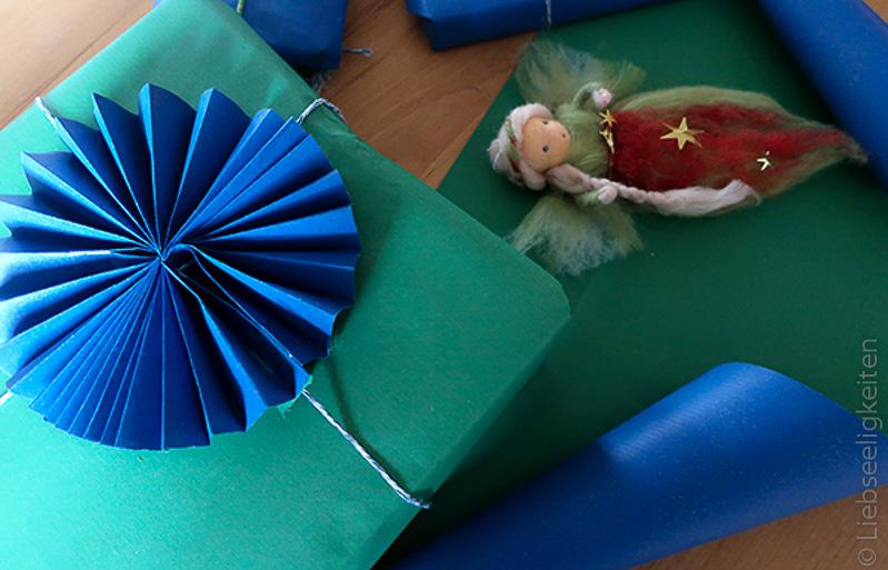 Weihnachtspäckchen einpacken