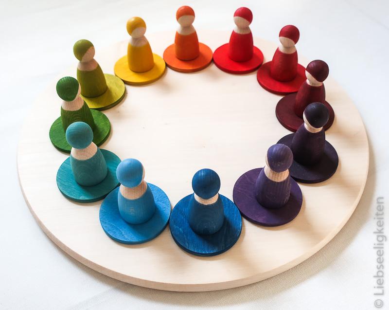 Figurenkegel in Regenbogenfarben